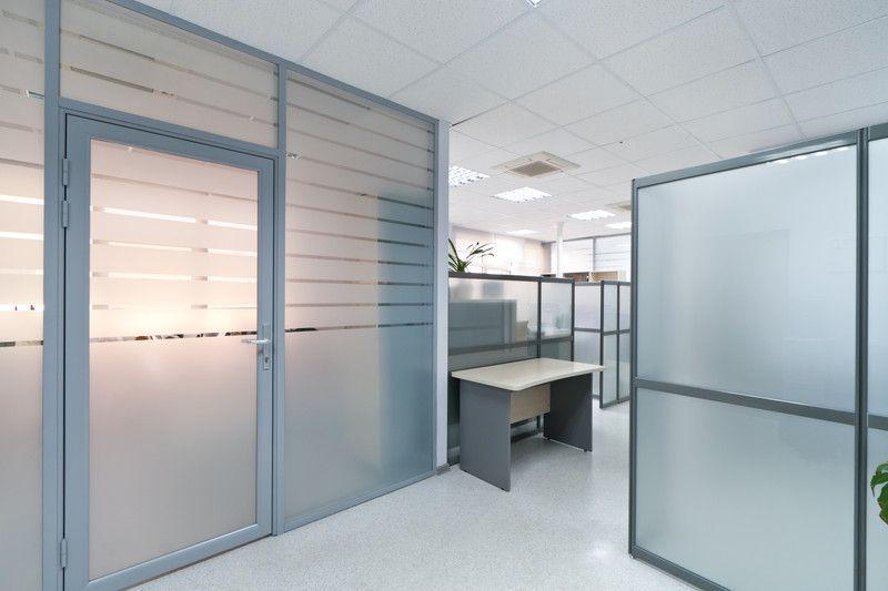 Aluminium Türen in einem Bürogebäude